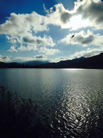 Fantastico duplex a 2 passi da lago e da Svizzera - Besano - Hus