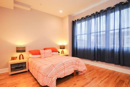 'The Orange Room' in Point Breeze - Philadelphia - Townhouse
