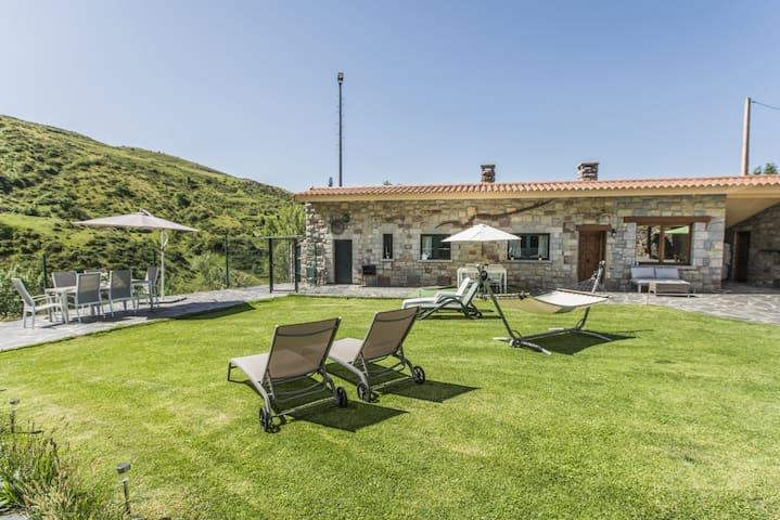 Casa en Torrebarrio (Babia) -León-