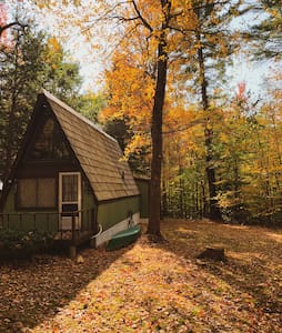 Highland Haus- Cozy A-Frame Cabin with Wood Stoves