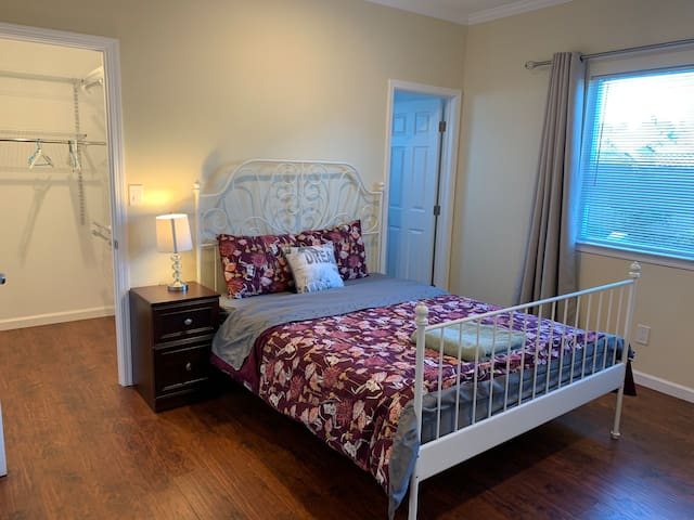 Bay Area Nice master bedroom in Silicon Valley #A