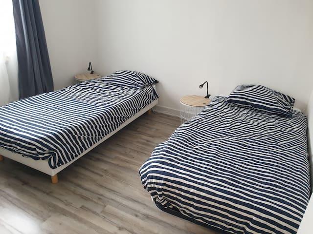 Chambre 2 avec 2 lits de 90 cm