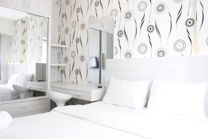 Relaxing 1BR Apartment at Parahyangan Residence