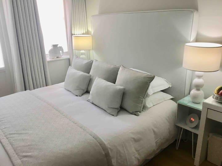 Luxurious peaceful en-suite bedroom by the sea