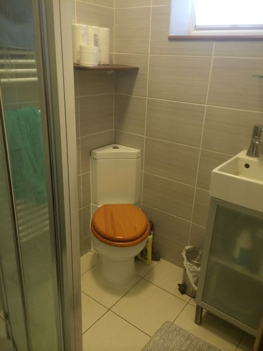 Shared shower room. Shared WC also available.