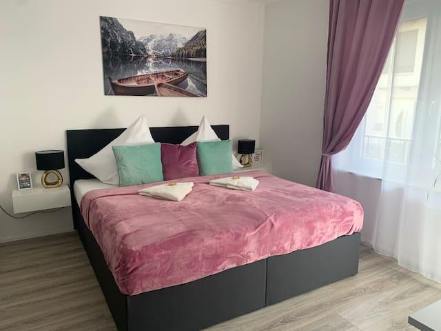 Prime Host Balkony Apartment