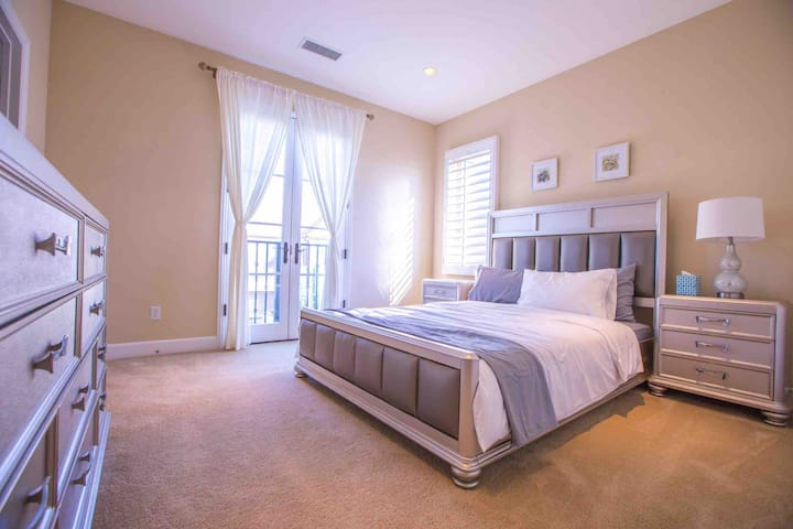Irvine private 2bedrooms with private bathroom