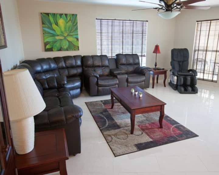 Family Friendly 2 Bedrooms Located in Freeport