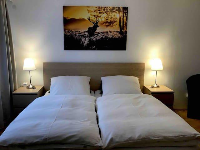 APARTMENT • 1-2 Personen Einzel / Doppelzimmer