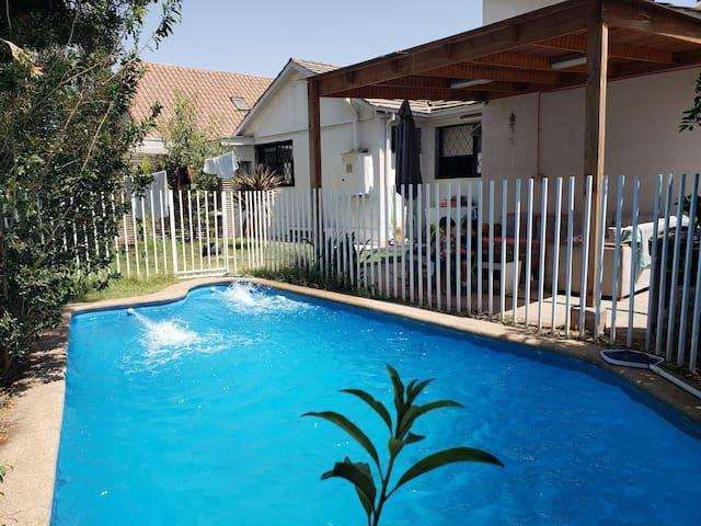 Linda Casa c/piscina en SCL-Great House w/pool SCL