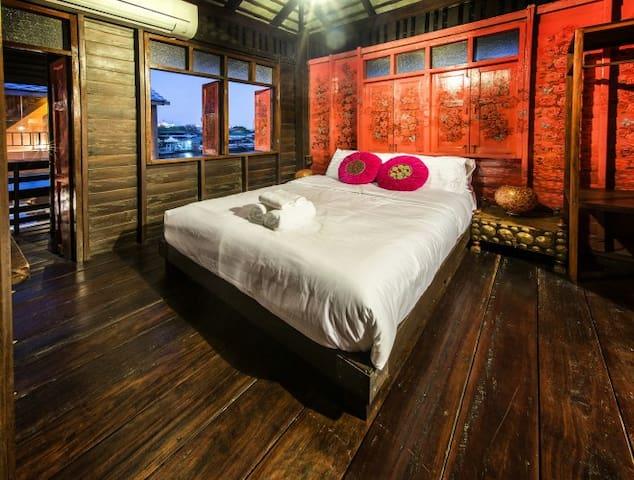 Double Room with Balcony (Flowery) - Banguecoque - Bed & Breakfast