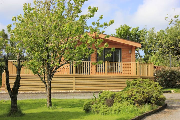 Cherry Tree Lodge with wood-burning hot tub.