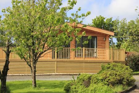 Cherry Tree Lodge with wood-burning hot tub.