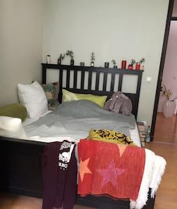 Schönes, sonniges Zimmer - Olching
