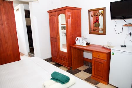 Rooster Apartment 4 R300pppn - Bed & Breakfast