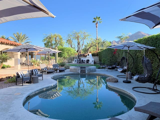 NEW LUXE RETREAT   Putting Green, Pool Table, Heated Pool, Outdoor Fireplace