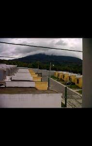 Linda casa ubicada a 15 min. De Antigua Guatemala