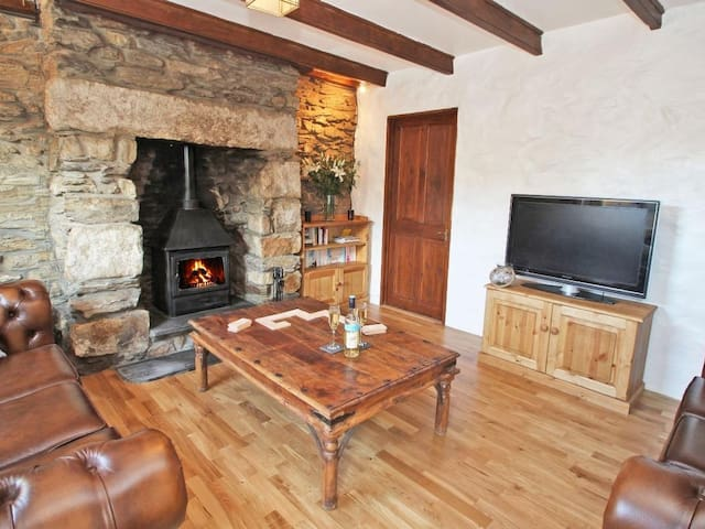 TREVEAN, pet friendly, with open fire in Redruth, Ref 959745