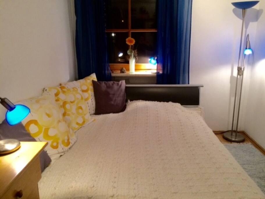 (guestroom bed)