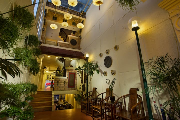 Classic Hotel Room In The Old Quarter Hanoi - Hanoi - Bed & Breakfast