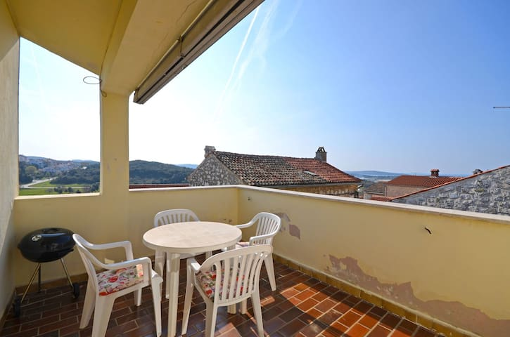 One bedroom Apartment, 10m from city center, in Vrsar, Terrace