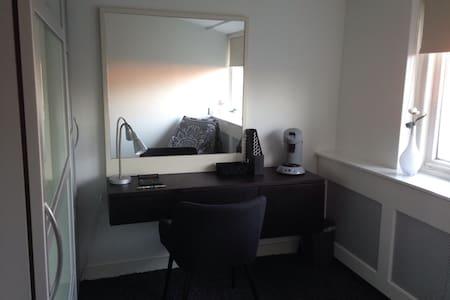 Nette studeer en slaapkamer bij TU. - Tilburg University, West Tilburg