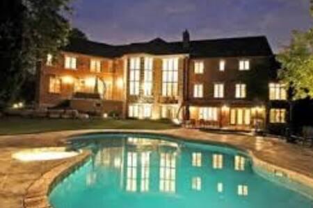 Modern Kleinburg Mansion - Vaughan