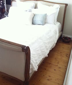 Its a loving home with warm hosts. - Earlwood - Bed & Breakfast