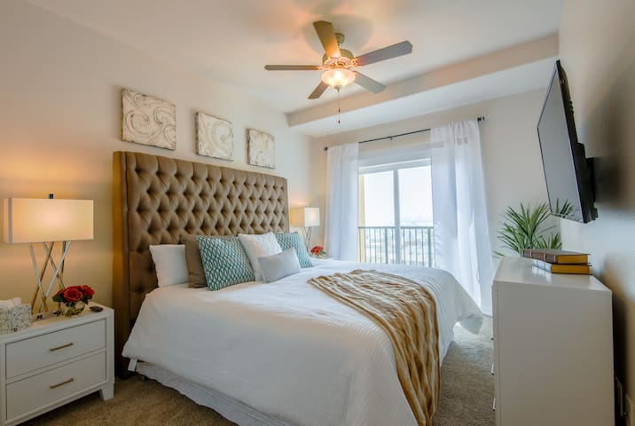 DTLB Penthouse, Convention Center, King Beds, WIFI