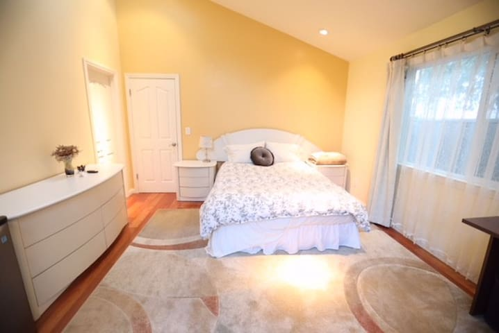 Newly Constructed Palo Alto Private Master Bedroom