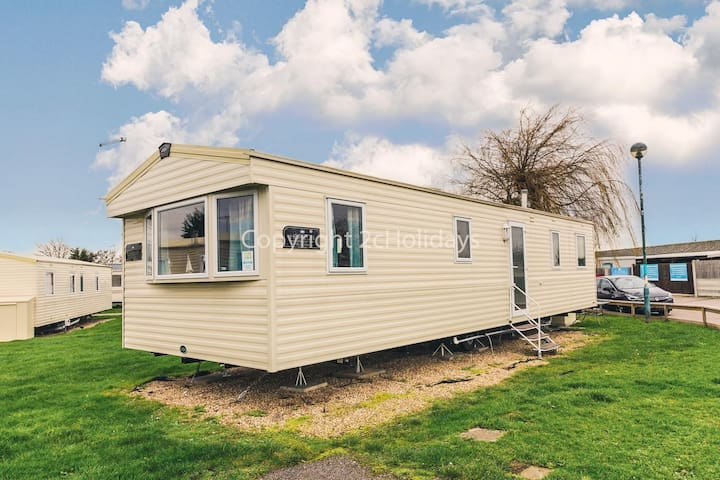 8 berth static caravan at he Orchards Haven in Clacton on sea, Essex ref 15050