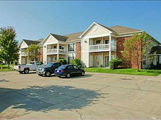 Executive SMART 2bdrm 2ba Cozy Condo - Clive - Huoneisto