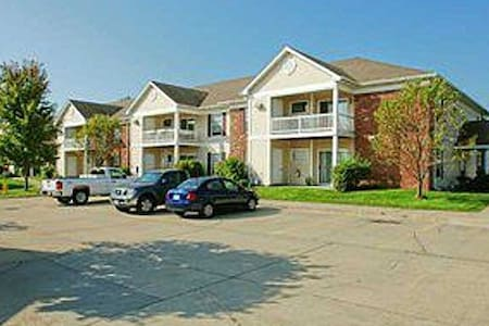 Executive SMART 2bdrm 2ba Cozy Condo - Clive - Daire