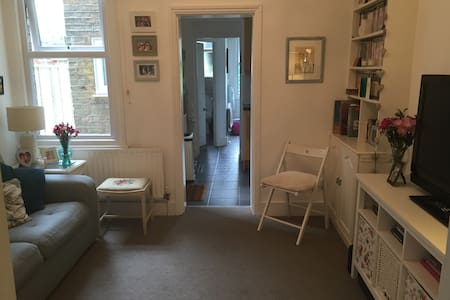 Quaint 1 bedroom maisonette with garden in Enfield - Enfield - Huoneisto