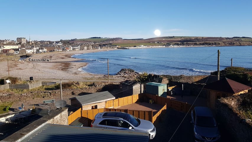 Stonehaven Holiday Apartment with Seaviews
