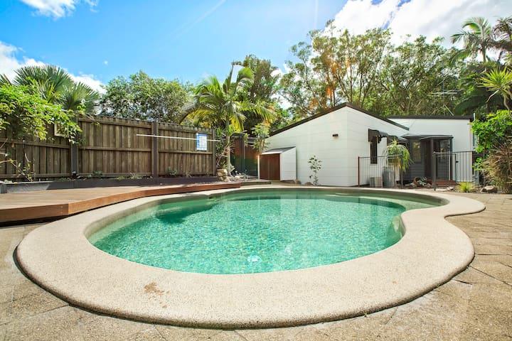 Spanish style home,easy beach walk rainforest pool - Yaroomba - 獨棟