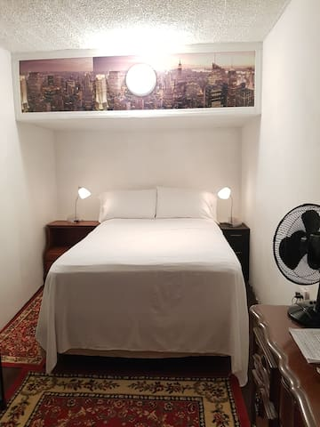 Full size bed, 2 guests, Manhattan Upper Westside