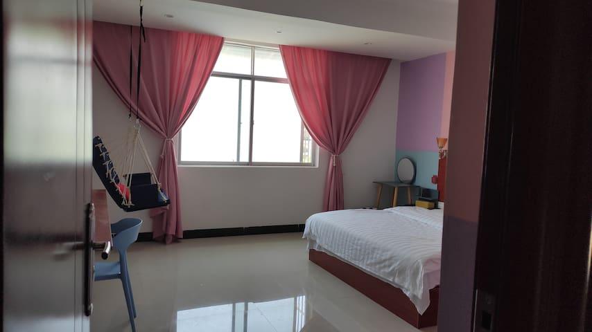 【半岛·東寓】温馨靓丽装饰大床房