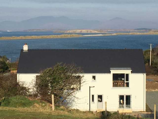 Spacious 4 Bed House Panoramic View Over Clew Bay