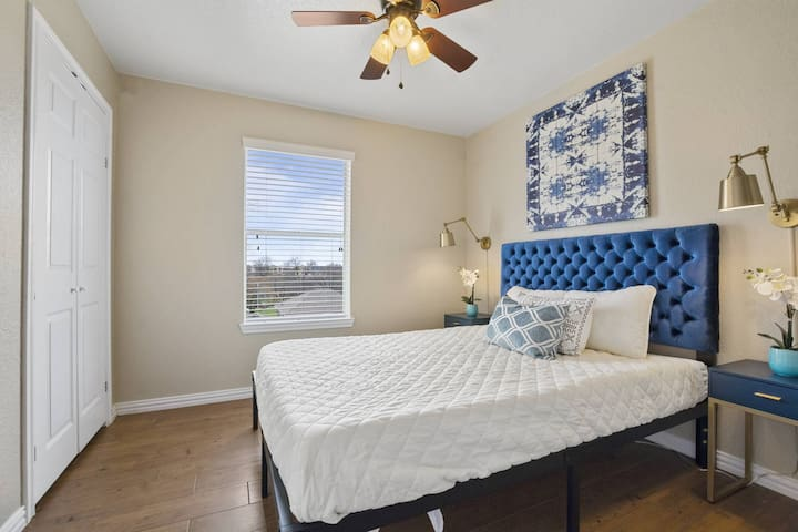 ★Queen Private Bdrm 1 -Downtown Austin!! ★