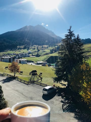 B&S  Cosy Apartment with Amazing View of Mountain