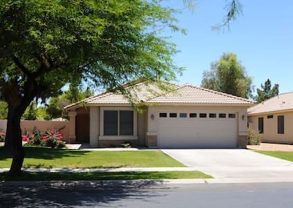 Newly remodel beautiful home in Chandler Ocotillo - Chandler - Dům