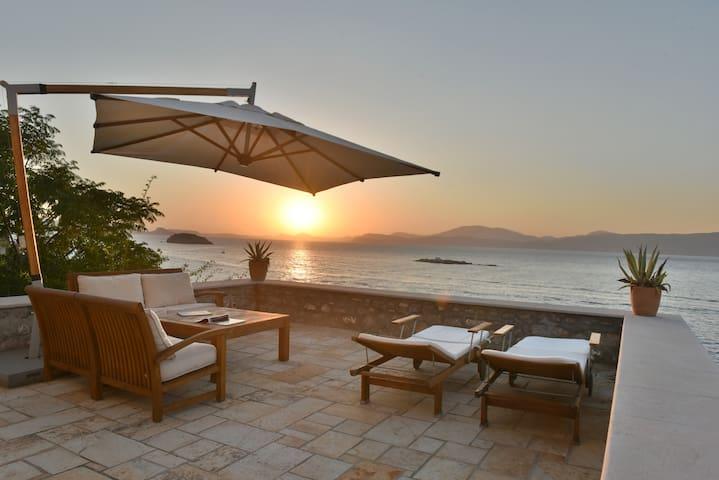 Thea Hydra Beach 3B Special Property