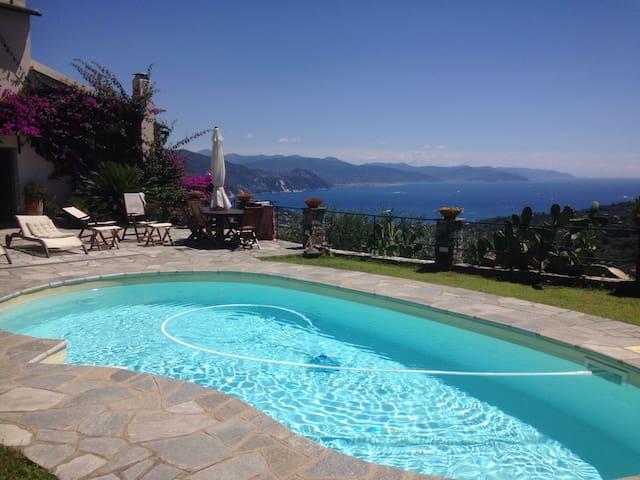 Suggestiva villa su 3 piani con giardino episcina - Santamargherita  - Villa