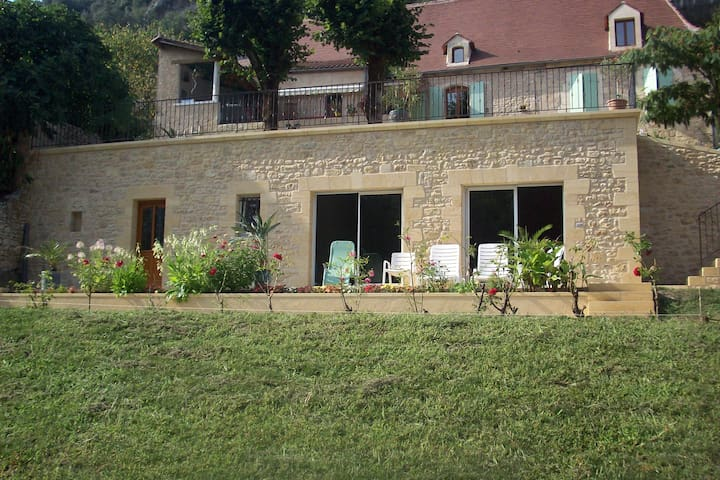 Maison 1 pièce - Les Eyzies-de-Tayac-Sireuil - Дом