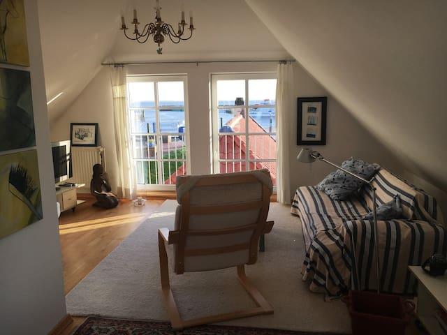 gem tliche wohnung mit meerblick wohnungen zur miete in neuharlingersiel nds deutschland. Black Bedroom Furniture Sets. Home Design Ideas