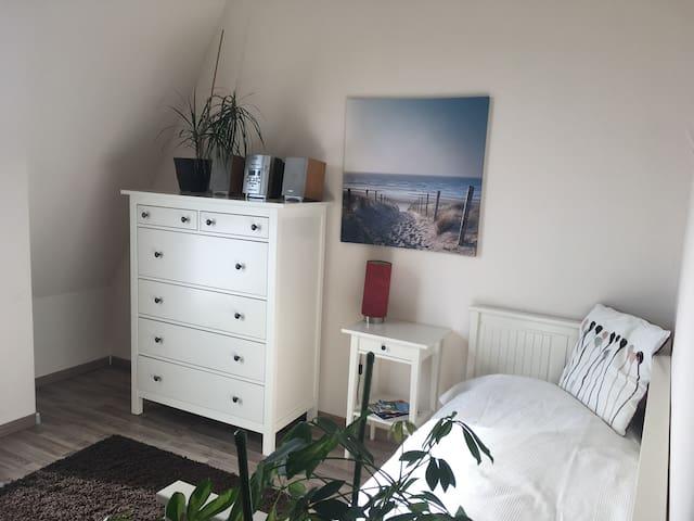 gemütliches Zimmer in Adlershof / Nähe Schönefeld