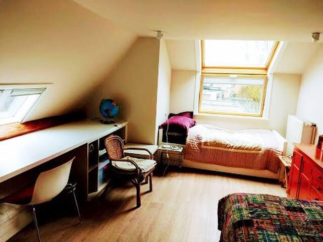 Kamer in rustig gelegen woning.