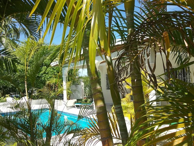 2 bed/2 bath house with pool. - Holetown - Casa