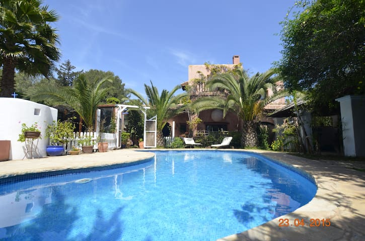Town & Country Villa Walking distance to town. - Santa Eulària des Riu - Villa
